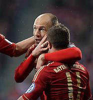 FUSSBALL  DFB-POKAL  HALBFINALE  SAISON 2012/2013    FC Bayern Muenchen - VfL Wolfsburg            16.04.2013 Torjubel nach dem 2:0: Arjen Robben (li) und Xherdan Shaqiri (re, beide FC Bayern Muenchen)