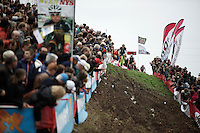 Exactly 1 year before, the Jaarmarktcross was the last race Sven Nys (BEL/Crelan-AAdrinks) managed to win before no longer being able to be as dominant as before in his career. Here he is actually leading the race again in the 3rd lap down the tricky slope.<br /> <br /> Jaarmarktcross Niel 2015  Elite Men &amp; U23 race