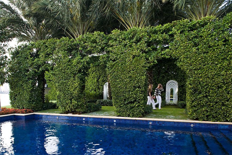 Rakolta Garden by Sanchez and Maddux, Palm Beach Florida as seen in Garden Design Magazine. Photo by Robin Hill (c)
