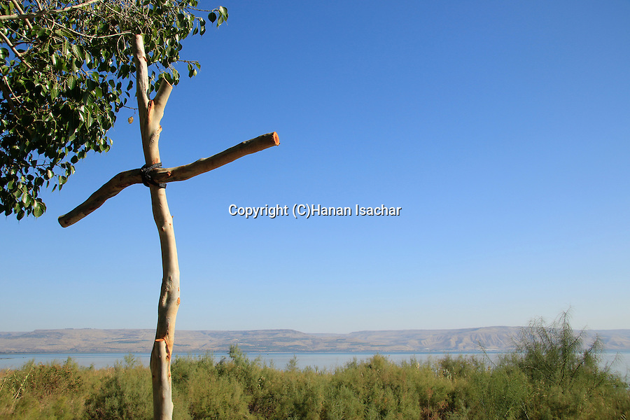 Israel, Sea of Galilee, a wooden cross marks the site of Dalmanutha in Tabgha