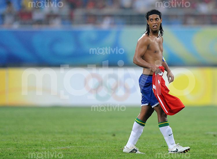 Olympia 2008  Peking  Fussball  Maenner   07.08.2008 Brasilien - Belgien RONALDINHO (BRA) erschoepft.