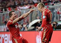 FUSSBALL  DFB-POKAL  HALBFINALE  SAISON 2012/2013    FC Bayern Muenchen - VfL Wolfsburg            16.04.2013 Torjubel nach dem 2:0 Xherdan Shaqiri (li) und Torschuetze Arjen Robben (re, beide FC Bayern Muenchen)