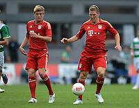 Fussball 1. Bundesliga :  Saison   2012/2013   1. Spieltag  25.08.2012 SpVgg Greuther Fuerth - FC Bayern Muenchen Toni Kroos  mit Bastian Schweinsteiger   (v.li., FC Bayern Muenchen)