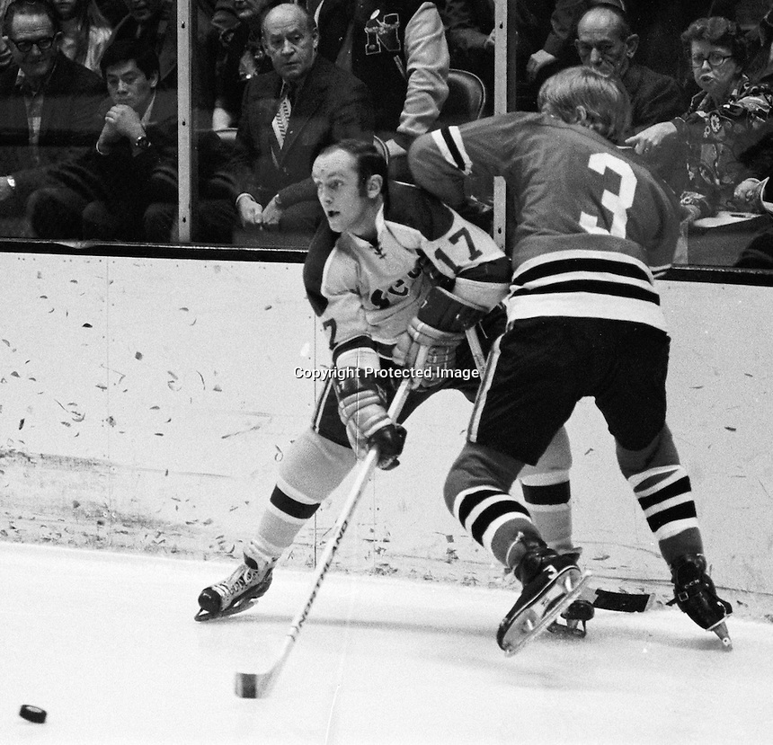 Seals Norm Ferguson batles Keith Magnuson of the Chicago Black Hawks. (photo/Ron Riesterer)
