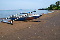 A small traditional Philippino banca on a beach in Dauin