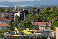 An EC 135 helicopter from Norwegian Air Ambulance lands at Ullevål University Hospital in Oslo. The helicopter is based at Lørenskog.
