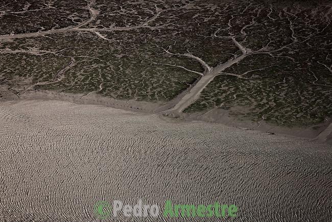 DESEMBOCADURA RIO EO. GALICIA Y ASTURIAS. DESEMBOCA EN EL MAR CANTABRICO FORMANDO LA RIA DE RIBADEO ENTRE RIBADEO LUGO (GALICIA) Y CASTROPOL (ASTURIAS). 2008-04-15. (C) Pedro ARMESTRE