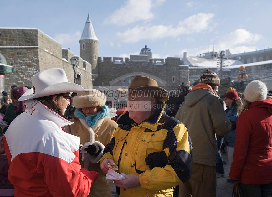 Amérique/Amérique du Nord/Canada/Québec/ Québec: Casse croute devant la Porte Saint-Jean pour le Carnaval de Québec