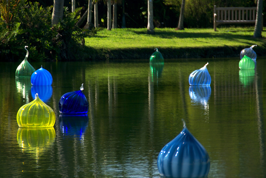 "Dale Chihuly 2007 Exhibition in Fairchild Tropical Gardens In Miami, Chihuly call this ""Wallas Wallast"", Dale Chihuly is recognized artist for his work with glass."