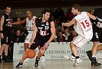 Basketball, BBL 2003/2004 , 1.Bundesliga Herren, Wuerzburg (Germany) X-Rays TSK Wuerzburg - GHP Bamberg (62:84) Radisa Zdravkovic (Bamberg) am Ball, rechts Igor Perovic (Wuerzburg)