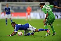 FUSSBALL   1. BUNDESLIGA  SAISON 2012/2013   7. Spieltag   FC Schalke 04 - VfL Wolfsburg        06.10.2012 Jefferson Farfan (li, FC Schalke 04) gegen Ricardo Rodriguez (re, VfL Wolfsburg)
