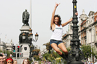1/9/2010. RADIO NOVA LAUNCH. Dancer Ruth Melody from blue bamboo is pictured on the O Connell Bridge Dublin for the launch of radio Nova.Picture James Horan/Colins