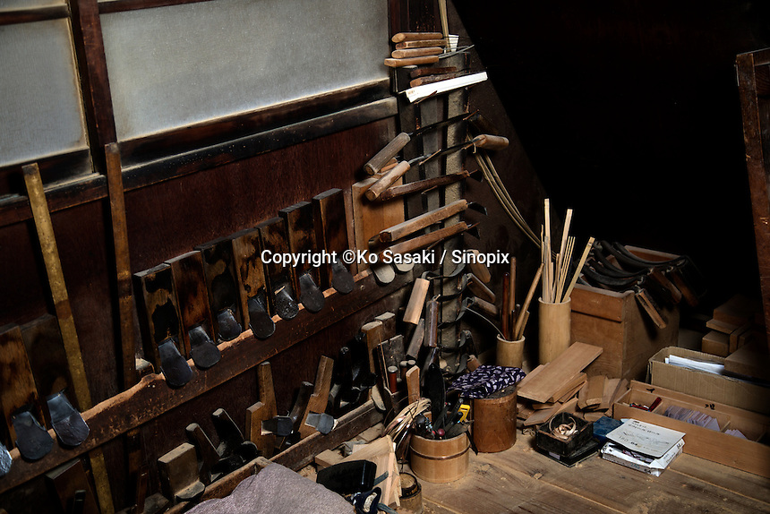Tools which Eifu Kawamata of Okeei use to make.