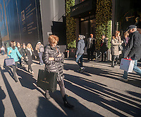 Shoppers promenade on Fifth Avenue in New York on Friday, December 4, 2015. The streets of New York are filled with shoppers and tourists with only three weeks to Christmas. (© Richard B. Levine)