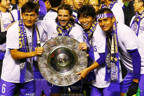 (L-R)<br /> Toshihiro Aoyama,<br /> Mikic,<br /> Hisato Sato,<br /> Douglas (Sanfrecce),<br /> DECEMBER 5, 2015 - Football / Soccer : <br /> 2015 J.League Championship Final 2nd leg match<br /> between Sanfrecce Hiroshima - Gamba Osaka<br /> at Hiroshima Big Arch in Hiroshima, Japan.<br /> (Photo by Shingo Ito/AFLO SPORT)