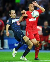 1. Oktober 2011: Berlin, Olympiastadion: Fussball 1. Bundesliga, 8. Spieltag: Hertha BSC - 1. FC Koeln: Berlins Roman Hubnik (blau) gegen Koelns Lukas Podolski (rot).