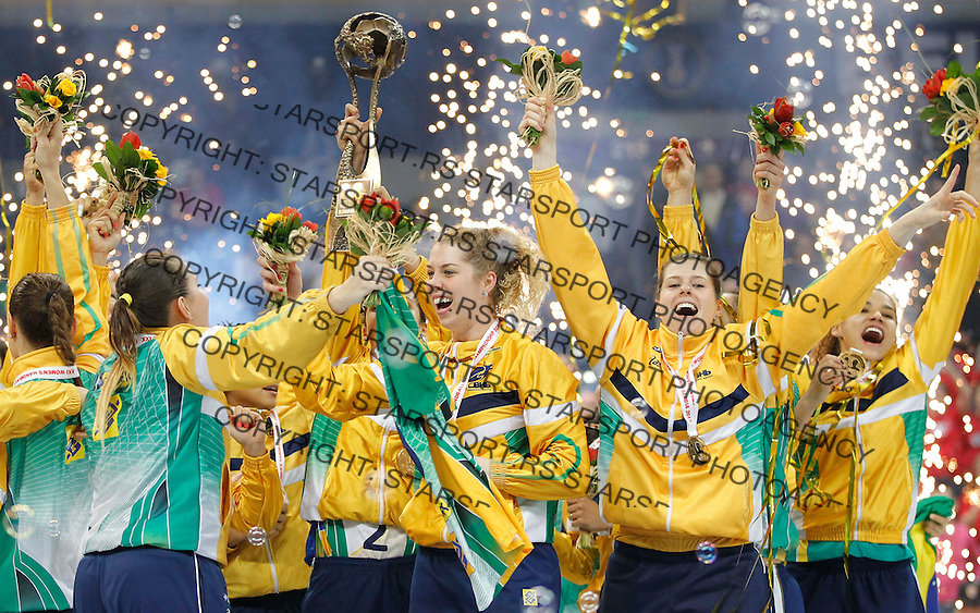 BELGRADE, SERBIA - DECEMBER 22:  Brazil players celebrate with the trophy after beating Serbia in their World Women's Handball Championship 2013 Final match at Kombank Arena Hall on December 22, 2013 in Belgrade, Serbia. (Photo by Srdjan Stevanovic/Getty Images)