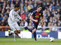 FUSSBALL  INTERNATIONAL  PRIMERA DIVISION  SAISON 2012/2013   26. Spieltag  El Clasico   Real Madrid  - FC Barcelona        02.03.2013 David Villa (re, Barca) gegen Raphael Varane (Real Madrid)