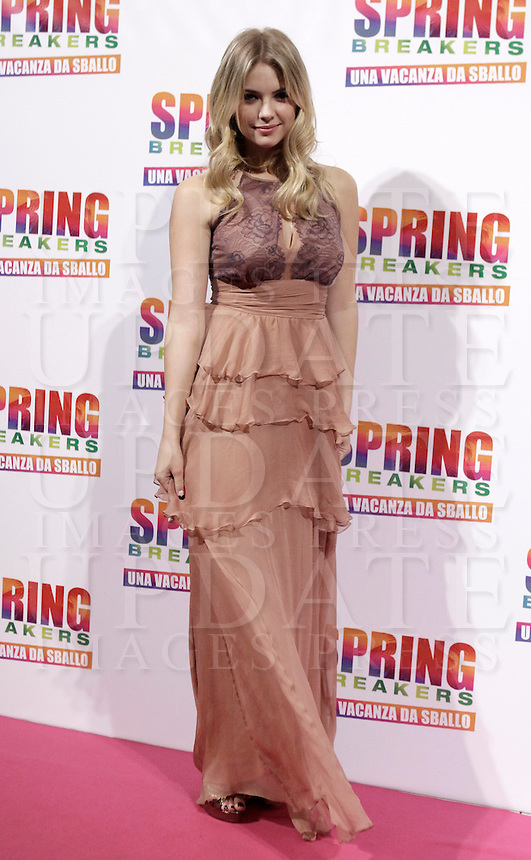 "L'attrice e modella statunitense Ashley Benson posa sul tappeto rosso dell'anteprima del film ""Spring Breakers - Una vacanza da sballo""  a Roma, 22 febbraio 2013..U.S. actress and model Ashley Benson poses on the red carpet of the movie ""Spring Breakers"" in Rome, 22 February 2013..UPDATE IMAGES PRESS/Isabella Bonotto."