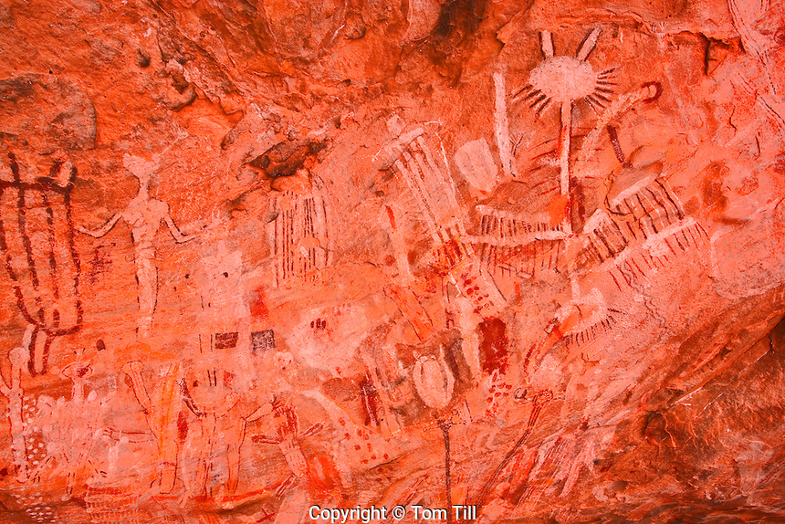 Grand Canyon Polychrome Rock Art.Ancient Native American pictographs.Location secret to protect site.4,000-8,000 years old