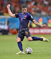 FUSSBALL WM 2014  VORRUNDE    Gruppe B     Spanien - Niederlande                13.06.2014 Robin van Persie (Niederlande) am Ball