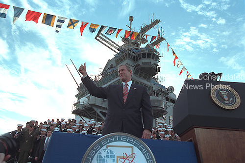 United States President George W. Bush addresses servicemen of the USS Enterprise and their families on the 60th anniversary of Pearl Harbor at Norfolk, Virginia, Friday, December 7, 2001..Mandatory Credit: Paul Morse - White House via CNP.