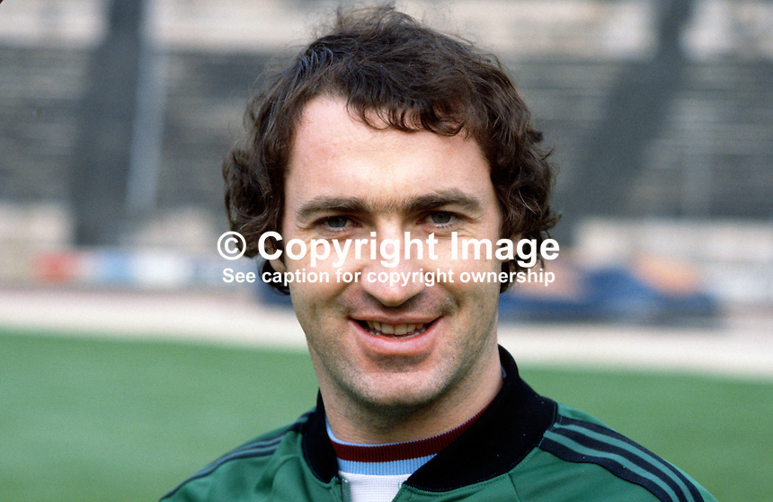 Tom Cassidy, footballer, Newcastle United FC & N Ireland, 198011000367..Copyright Image from Victor Patterson, 54 Dorchester Park, Belfast, UK, BT9 6RJ..Tel: +44 28 9066 1296.Mob: +44 7802 353836.Voicemail +44 20 8816 7153.Skype: victorpattersonbelfast.Email: victorpatterson@mac.com.Email: victorpatterson@ireland.com (back-up)..IMPORTANT: If you wish to use this image or any other of my images please go to www.victorpatterson.com and click on the Terms & Conditions. Then contact me by email or phone with the reference number(s) of the image(s) concerned.