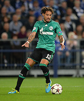 FUSSBALL   CHAMPIONS LEAGUE   SAISON 2013/2014   GRUPPENPHASE FC Schalke 04 - FC Chelsea        22.10.2013 Jermaine Jones (FC Schalke 04) am Ball