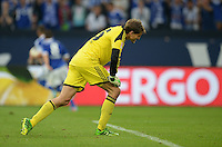 FUSSBALL   1. BUNDESLIGA   SAISON 2013/2014   1. SPIELTAG FC Schalke 04 - Hamburger SV          11.08.2013 Torwart Rene Adler (Hamburger SV) ist nach dem 3:3 enttaeuscht