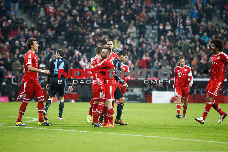 14.12.2013, Allianz Arena, Muenchen, GER, 1.FBL,  FC Bayern Muenchen vs. Hamburger SV, im Bild <br /> <br /> Torjubel / Jubel Torschuetze / Torsch&uuml;tze Mario G&ouml;tze (Muenchen #19)<br /> Querformat,<br /> <br /> Foto &copy; nordphoto / Straubmeier