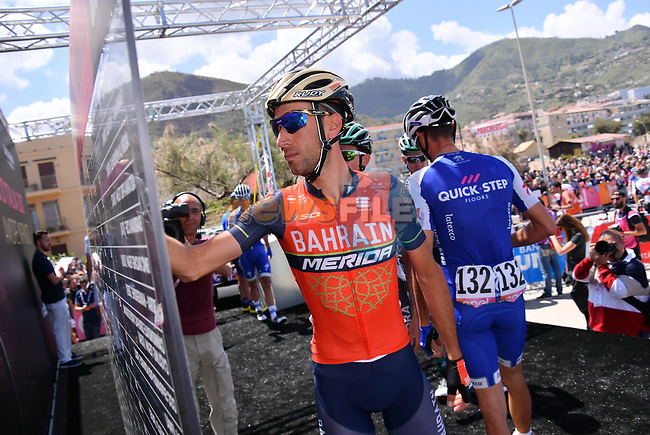 Local man Vincenzo Nibali (ITA) Bahrain-Merida signs on before the start of Stage 4 of the 100th edition of the Giro d'Italia 2017, running 181km from Cefalu to Mount Etna, Sicily, Italy. 9th May 2017.<br /> Picture: LaPresse/Gian Mattia D'Alberto | Cyclefile<br /> <br /> <br /> All photos usage must carry mandatory copyright credit (&copy; Cyclefile | LaPresse/Gian Mattia D'Alberto)