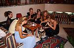 Miss Nederland 2003 reis Turkije, Missen aan de waterpijp