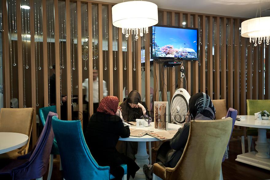 Iraq - Kurdistan - Erbil -  Kurd ladies ordering from a cafe' in Family Mall, the largest mall in Kurdistan