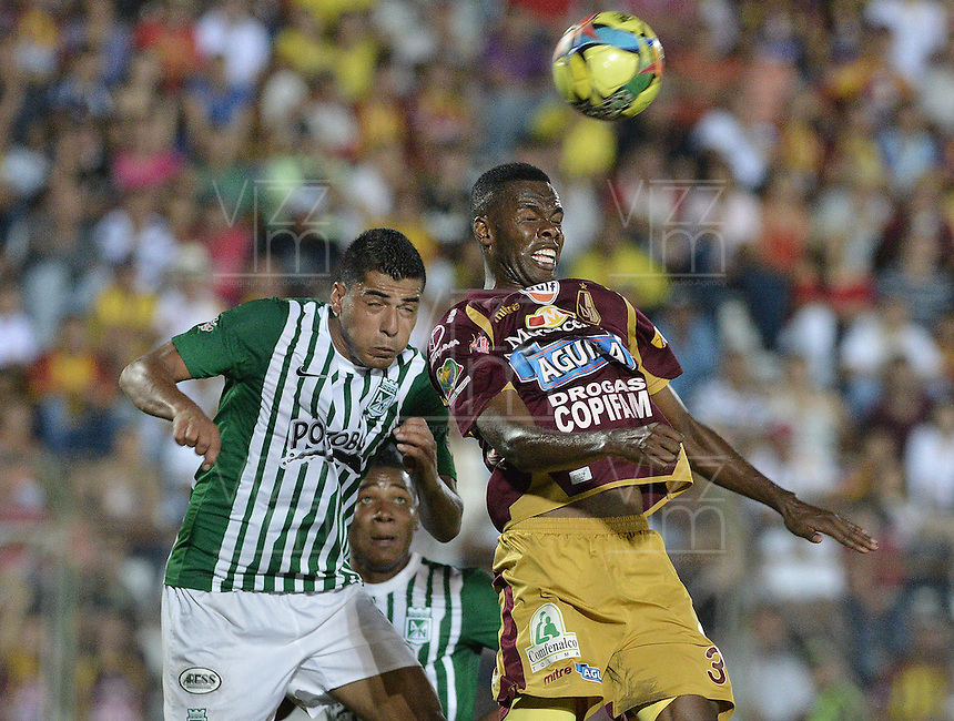 IBAGUÉ -COLOMBIA, 23-06-2013. John Valencia (D) de Deportes Tolima disputa el balón con Jefferson Duque (I) de Atlético Nacional durante partido de los cuadrangulares finales, fecha 2, de la Liga Postobón 2013-1 jugado en el estadio Manuel Murillo Toro de la ciudad de Ibagué./ Deportes Tolima John Valencia (R) fights for the ball with Atletico Nacional player Jefferson Duque (L) during match of the final quadrangular 3th date of Postobon  League 2013-1 at Manuel Murillo Toro stadium in Ibague city. Photo: VizzorImage/STR