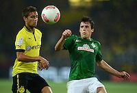 FUSSBALL   1. BUNDESLIGA   SAISON 2012/2013   1. SPIELTAG Borussia Dortmund - SV Werder Bremen                  24.08.2012      Zlatko Junuzovic (re, SV Werder Bremen) gegen Moritz Leitner (li, Borussia Dortmund)