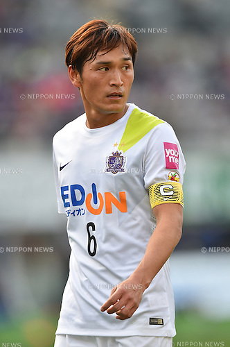 Toshihiro Aoyama (Sanfrecce), APRIL 18, 2015 - Football /Soccer : 2015 J1 League 1st stage match between F.C. Tokyo 1-2 Sanfrecce Hiroshima at Ajinomoto Stadium in Tokyo, Japan. (Photo by AFLO)