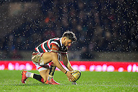 Owen Williams of Leicester Tigers lines the ball up for a conversion. Aviva Premiership match, between Leicester Tigers and Exeter Chiefs on March 3, 2017 at Welford Road in Leicester, England. Photo by: Patrick Khachfe / JMP