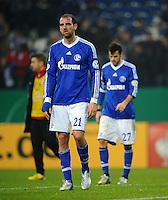 FUSSBALL   DFB POKAL    SAISON 2012/2013    ACHTELFINALE FC Schalke 04 - FSV Mainz 05                          18.12.2012 Christoph Metzelder und Tranquillo Barnetta (v.l, beide FC Schalke 04) sind nach dem Abpfiff enttaeuscht