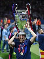 FUSSBALL  CHAMPIONS LEAGUE  FINALE  SAISON 2014/2015   Juventus Turin - FC Barcelona                 06.06.2015 Der FC Barcelona gewinnt die Champions League 2015: Ivan Rakitic jubelt mit dem Pokal