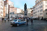 Roma 11 Maggio 2006  .Controlli delle polizia a Campo de' Fiori  .Rome May 11 th 2006  .The police's controls to Campo de' Fiori.