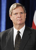 Chicago, IL - December 17, 2008 -- Former Iowa Governor Tom Vilsack is introduced as the choice for Secretary of Agriculture by United States President elect Barack Obama at a news conference in the Drake Hotel in Chicago, Illinois, USA 17 December 2008. Obama continues to put together his cabinet as he prepares to take office 20 January 2009. .Credit: Tannen Maury - Pool via CNP