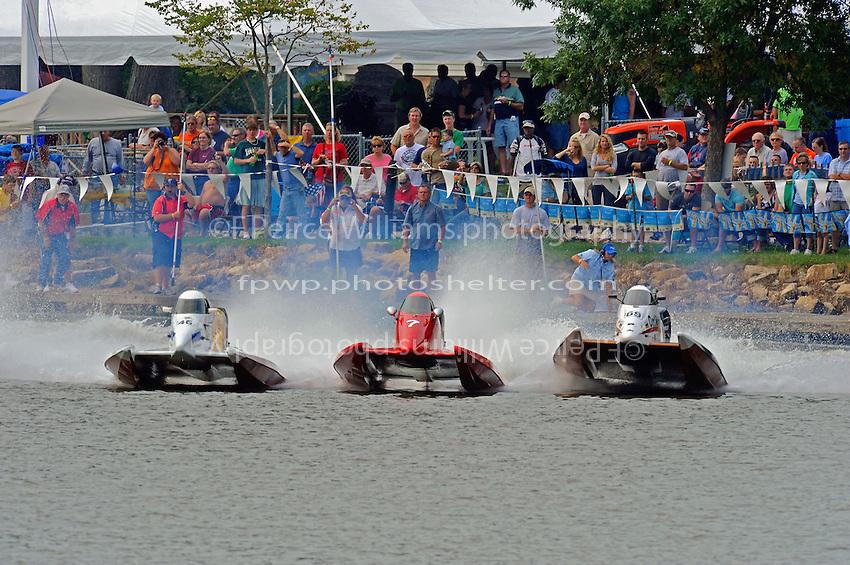 Start, heat race (L to R): Kris Shepard (#46), Mark Jakob (#7) and Jimmie Merleau (#69).