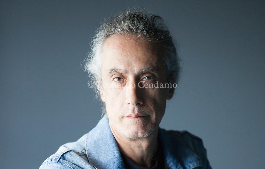 Marco Vichi è nato nel 1957 a Firenze e vive nel Chianti. E' autore di racconti, testi teatrali e romanzi, tra cui quelli della fortunata serie del commissario Bordelli. Erba, 12 ottobre 2014. © Leonardo Cendamo