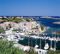 Spain, Balearic Islands, Menorca, Puerto Addaya: Harbour and Town | Spanien, Balearen, Menorca, Puerto Addaya: Stadt und Hafen an der Nordost-Kueste