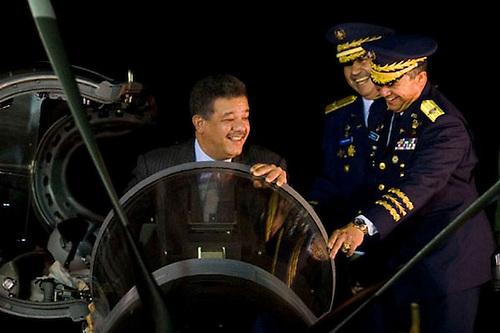 Leonel Fernández en Brasil, en un avión Tucano