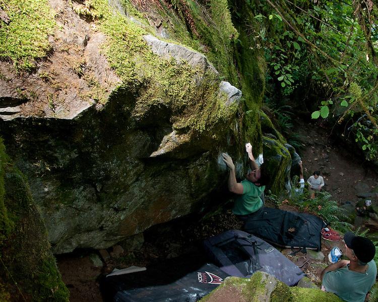 Peter pulling down at the Carver Bridge Cliff Boulders near Portland, Oregon