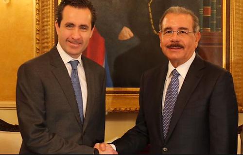 Jorge Familiar, vicepresidente del Banco Mundial para América Latina y el Caribe, con el presidente Danilo Medina