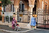 Roma 10 Novembre 2012.Manifestazione  davanti all'Ambasciata del Marocco ,per la libertà dei prigionieri saharawi detenuti da due anni senza processo dopo che sono stati arrestati  dopo lo smantellamento dell'Accampamento della dignità. Saharawi lancia dei volantini dentro l'ambasciata del Marocco.Demonstration for the freedom of the Sahrawi prisoners