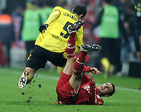 FUSSBALL   1. BUNDESLIGA  SAISON 2011/2012   13. Spieltag FC Bayern Muenchen - Borussia Dortmund        19.11.2011 Robert Lewandowski (li, Borussia Dortmund) gegen Rafinha (FC Bayern Muenchen)