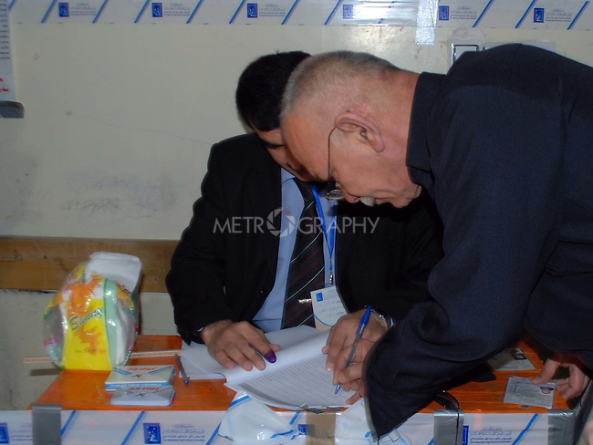 """SULAIMANIYAH, IRAQ:  Nawsherwan Mustafah, leader of the Kurdish opposition """"Goran/Change"""" party votes in Sulaimaniyah...On March 7th, 2010, Iraq held nationwide parliamentary elections."""
